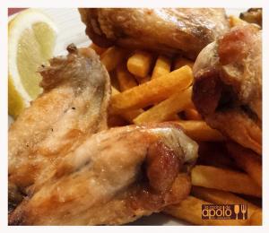Alitas de pollo fritas con limón
