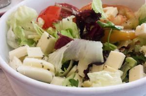 Ensalada verde con .queso