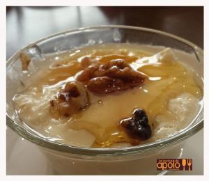 Cuajada con miel y nueces